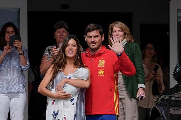 Семья Касильяс с новорожденным мальчиком - Лукасом