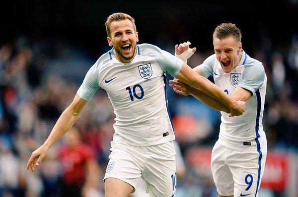 Нынешние лидеры нападения сборной Англии - Кейн и Варди