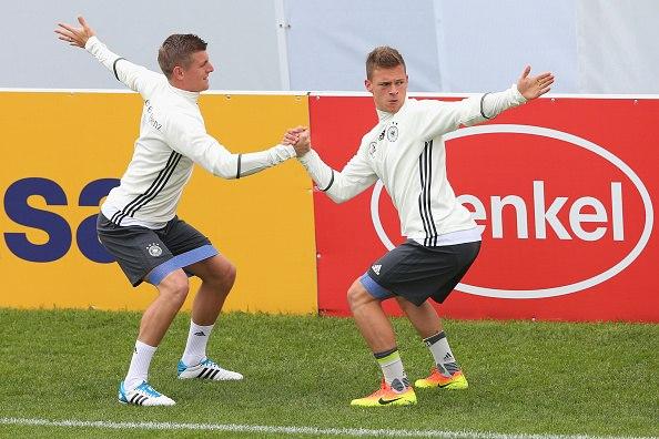 Кроос и Киммих в тренировочном лагере сборной Германии