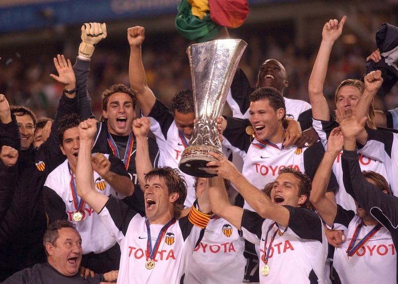 """""""Валенсия"""" празднует победу в Кубке УЕФА-2004"""