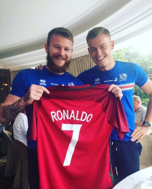 Гунарссон наконец заполучил футболку Роналду!