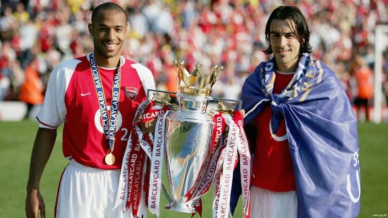 2004 год. Французы Анри и Пирес празднуют чемпионство в АПЛ.