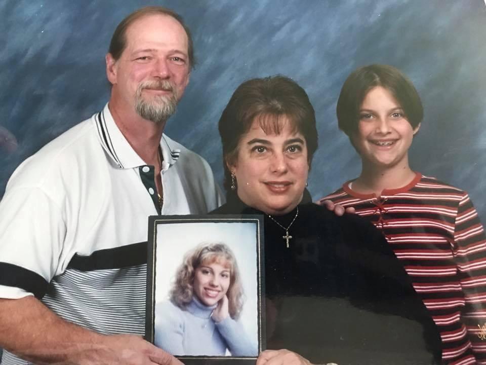 15 неловких фотографий с семейных фотосессий, уровень странности которых превышает допустимые нормы