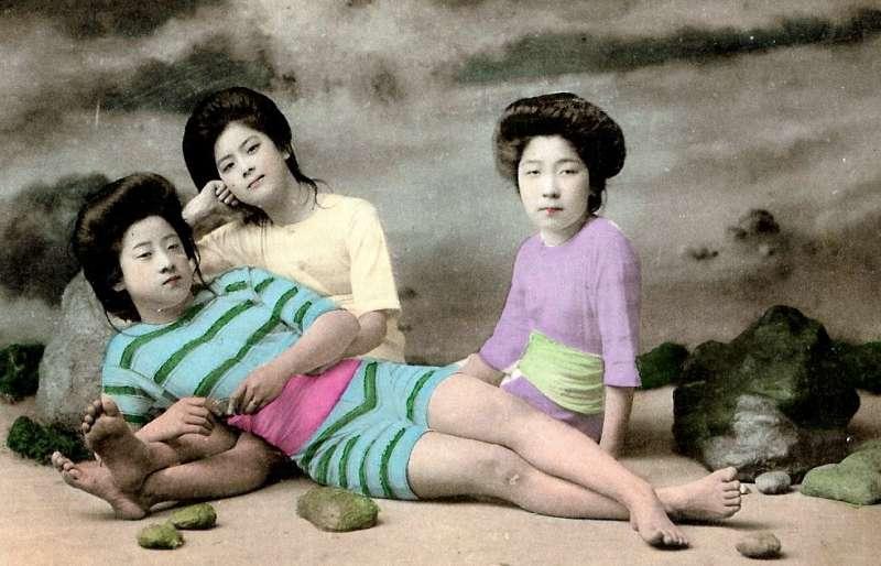 Винтажные фото гейш в купальниках от Роби Оексле