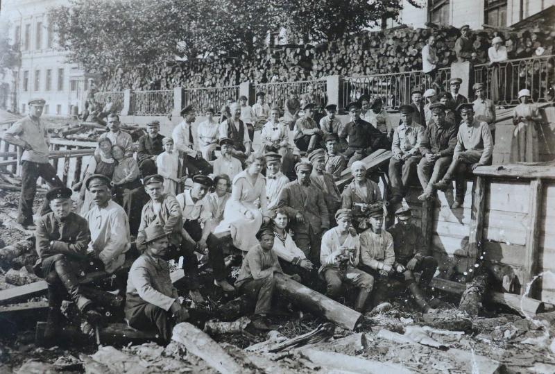 1920. Группа работников Петроградского Совета на субботнике. Июнь