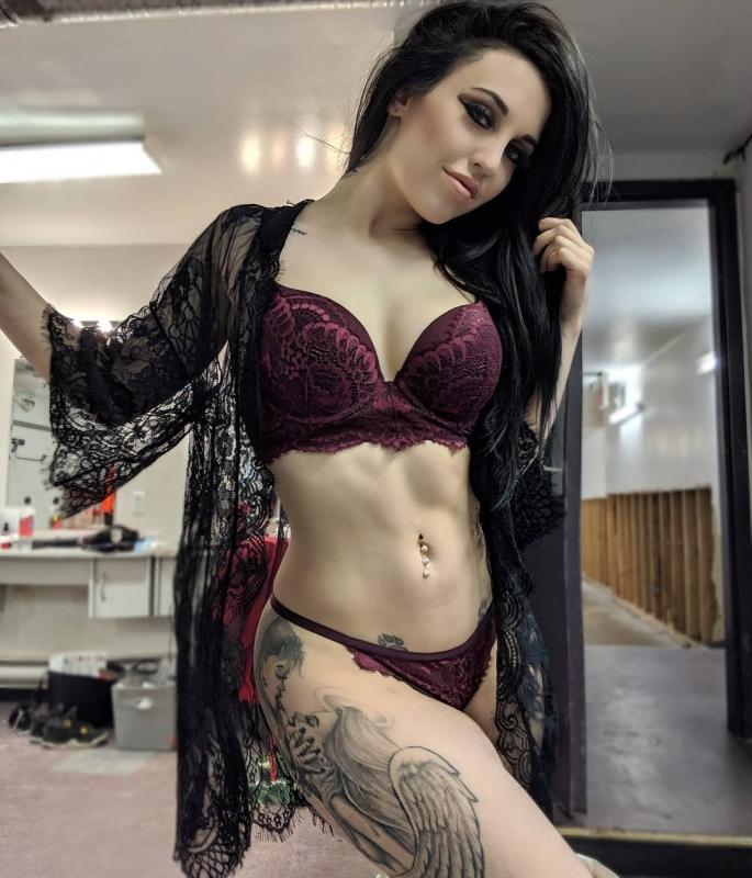 """Селфи из гримерок стриптизерш. Подборка новых снимков из Tumblr-блога """"Stripper Locker Room"""", в котором выкладывают селфи из гри"""