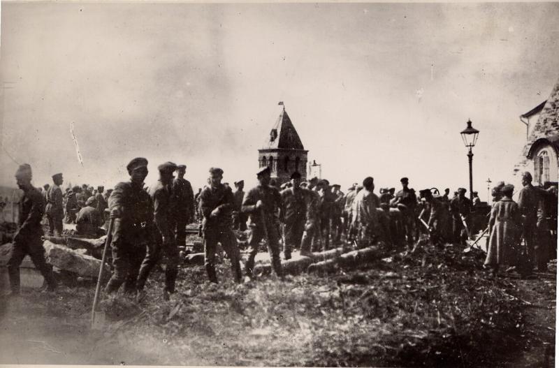 1920. Первомайский субботник в Кремле.