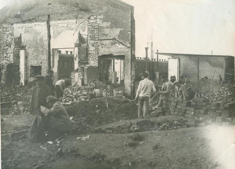 1920. Работа на железнодорожной станции в Минске во время Всероссийского субботника. 1 мая