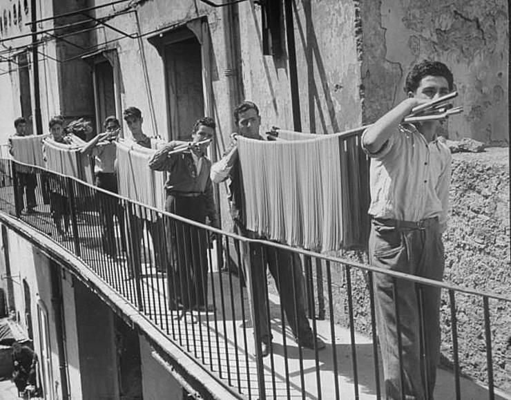 Производство спагетти, Италия, 1932 год