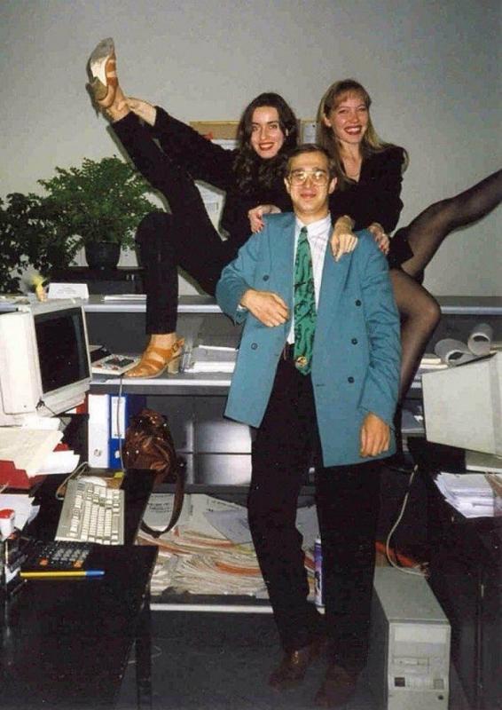 Основатель финансовых пирамид Сергей Мавроди, в своем офисе МММ, 90-е
