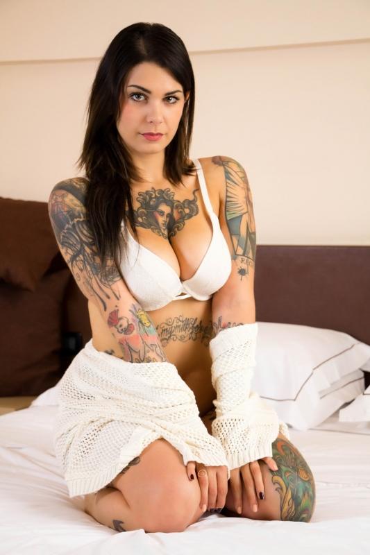 Девушки с татуировками фото