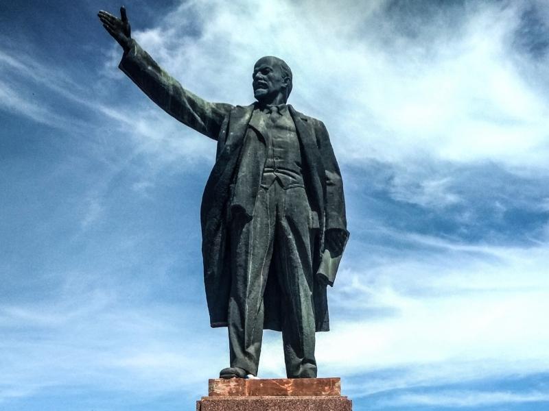 Ведь один дедушка Ленин хороший был вождь.