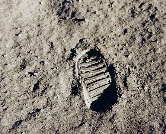 Человек на луне. Сернан в начале третьего выхода на Луну
