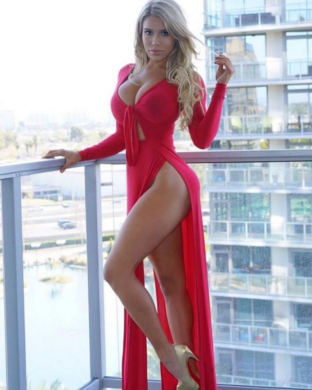 Красивое женское тело без всего. Девушки безо всего полностью и комплексов. Домашняя клубника. Сексуальные фото. Без комплексов.