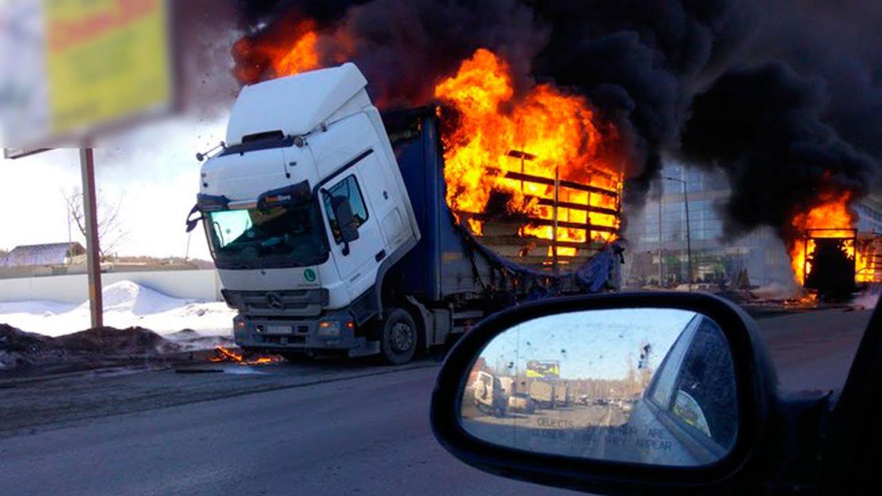 На Сибирском тракте горят фуры! Слышны взрывы за несколько километров. Екатеринбург | #ОТВ