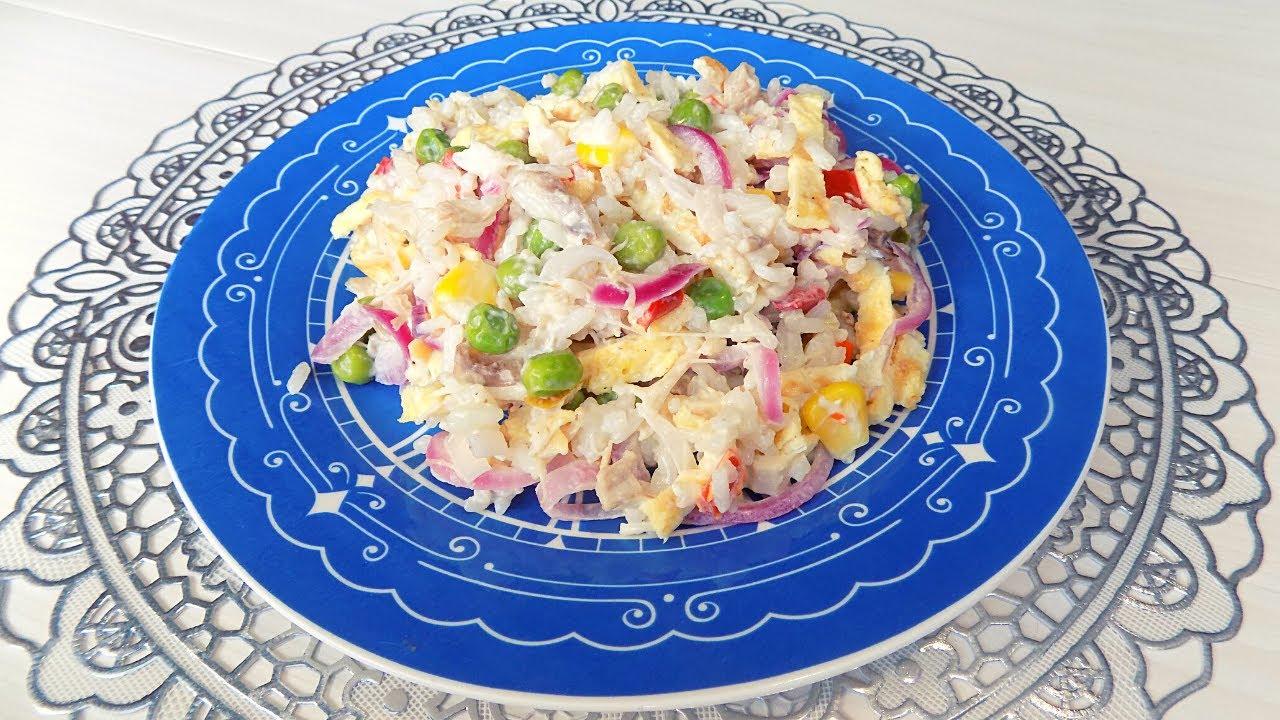 Салат с яичными блинчиками и курицей. Салат с Гавайской смесью