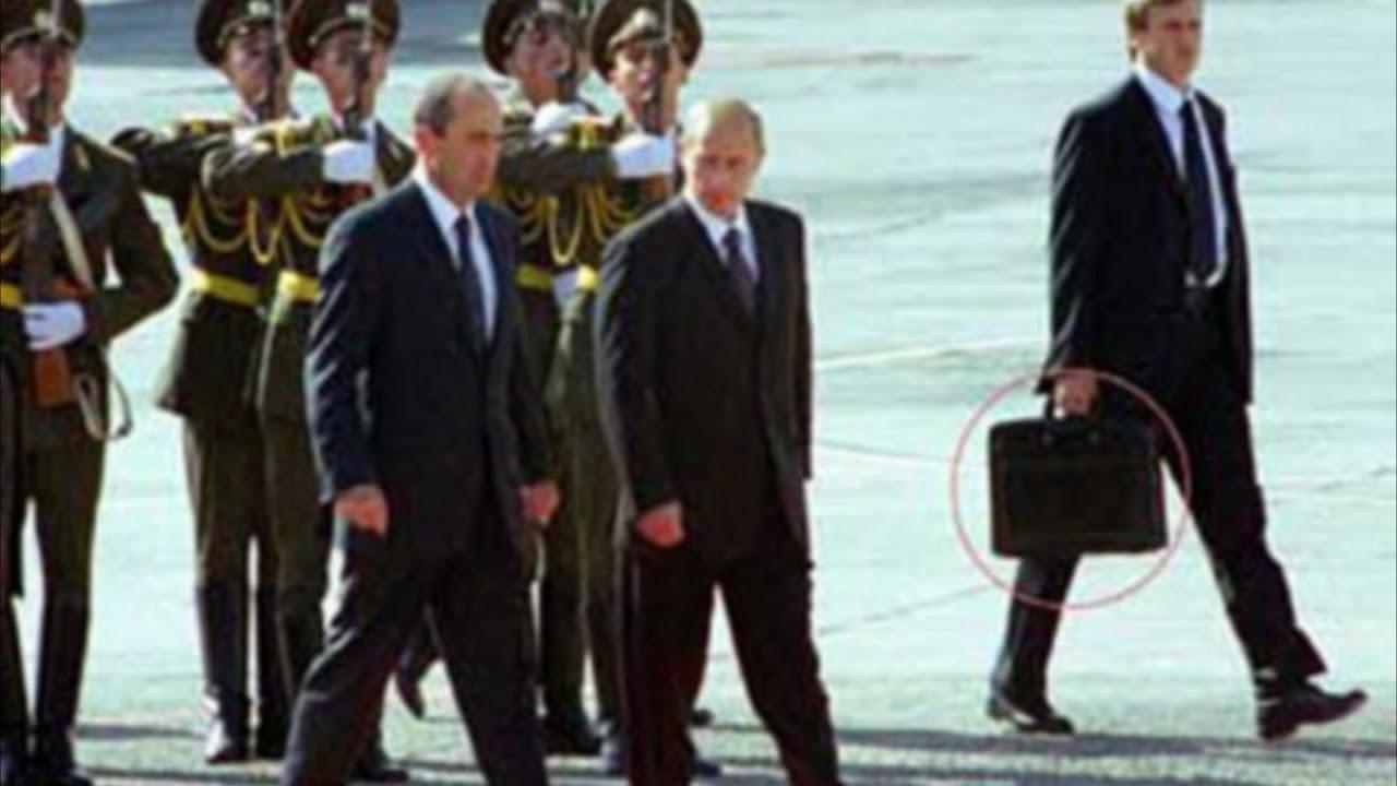 Почему охранники Владимира Путина всегда носят с собой чёрные чемоданы?