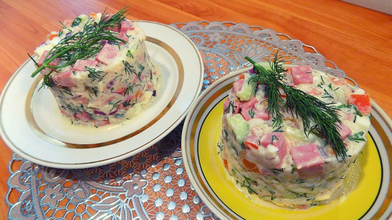 Вкусный и яркий салат с рисом и колбасой на праздничный стол. Простой рецепт